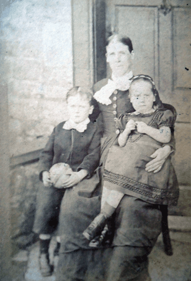 Fanny-Higby(Short)-with-children-Evan-(Fame)-and-Eliza